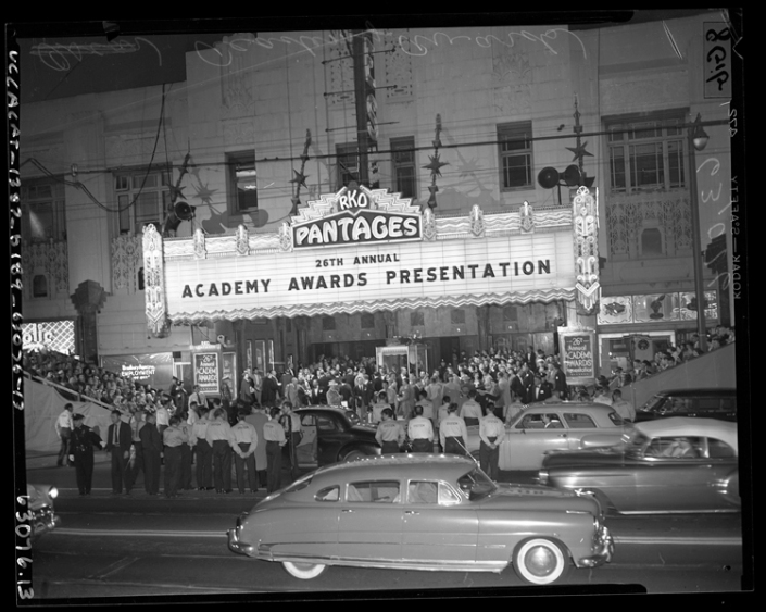 26th_annual_academy_awards_at_rko_pantages_theater_in_los_angeles_1954
